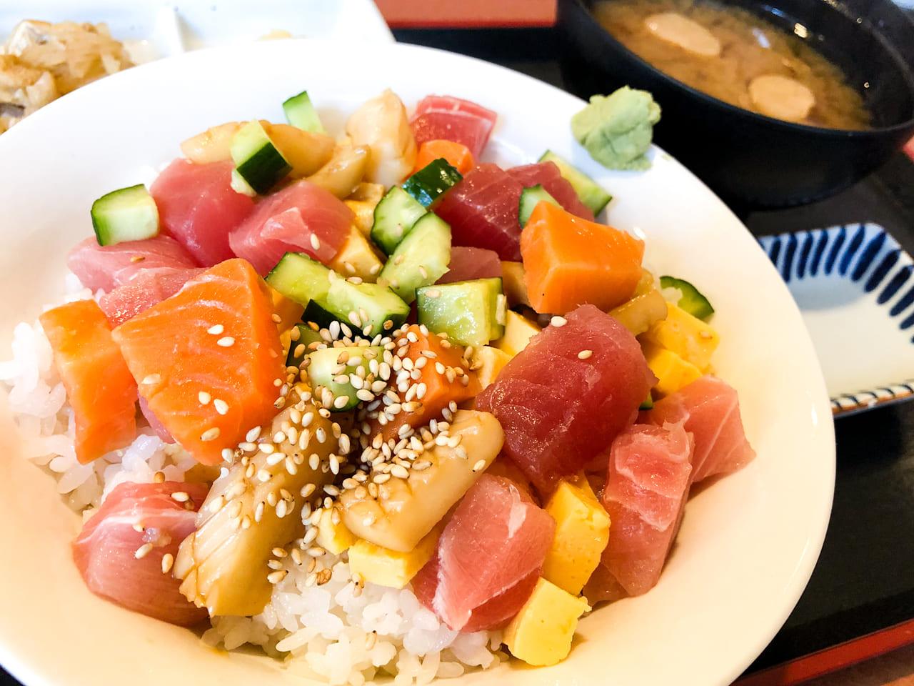 「上野 寄せ家」のびっくり丼アップ画像